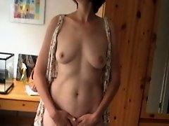 Horny mature wife smacks her pussy with a big sex toy in this voyeur masturbation video and by the expression of her face it can be easily concluded t