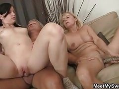 Teen slut involves parents into group threesome