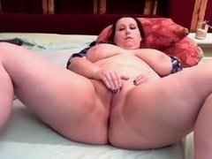 BBW babe masturbates on web